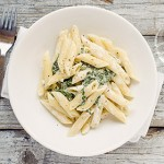 Spinach and Garlic Penne Pasta